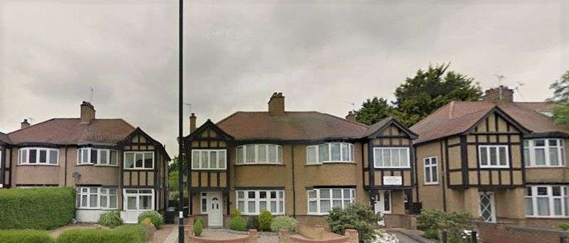 3 Bedrooms Terraced House for sale in Green Lanes, London N21
