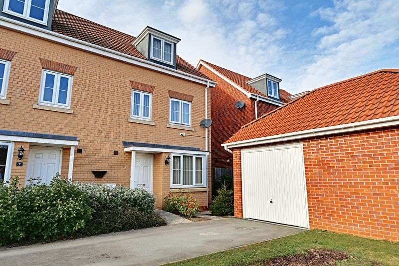 4 Bedrooms Semi Detached House for sale in Parkland Crescent, Kingswood
