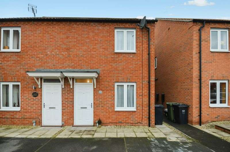 2 Bedrooms Semi Detached House for sale in 15 Cedar Way, Selby, YO8 8SD
