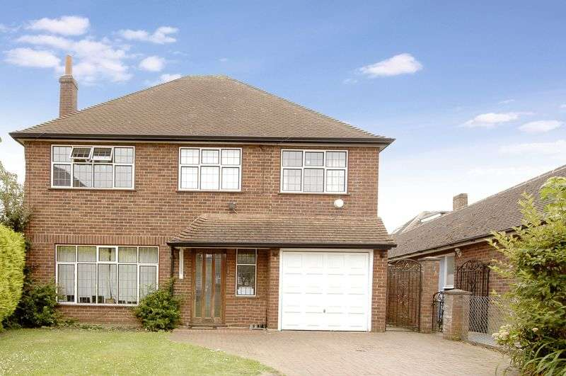 5 Bedrooms Detached House for sale in Richmond Drive, Shepperton.