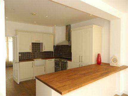 3 Bedrooms Semi Detached House for sale in Hilview Road, London NW7