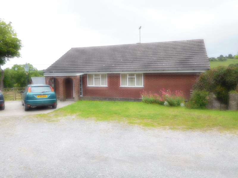 3 Bedrooms Bungalow for sale in RHOS MERICH, KNIGHTON LD7