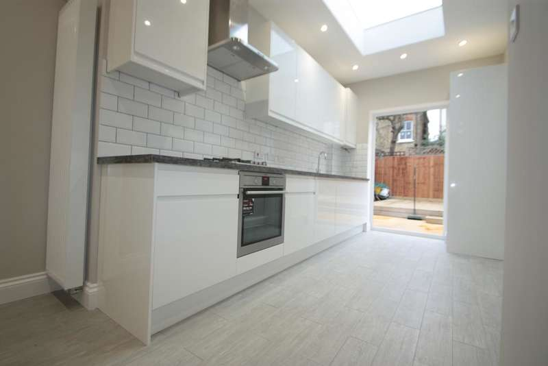2 Bedrooms Maisonette Flat for sale in Glencairn Road, Streatham Common SW16