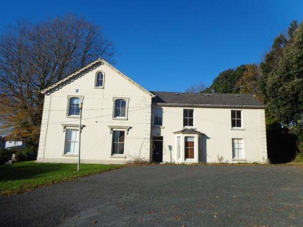 7 Bedrooms Detached House for sale in The Elms, Golden Hill Road, Pembroke