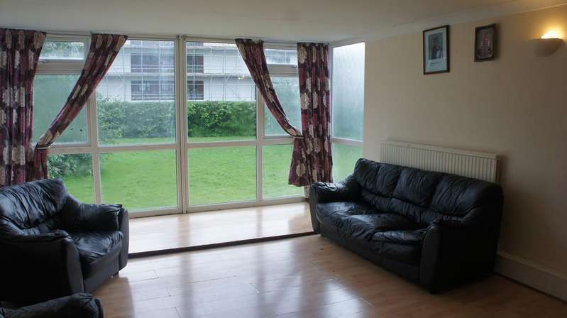 3 Bedrooms Flat for sale in Master Gunner Place, Woolwich, London SE18