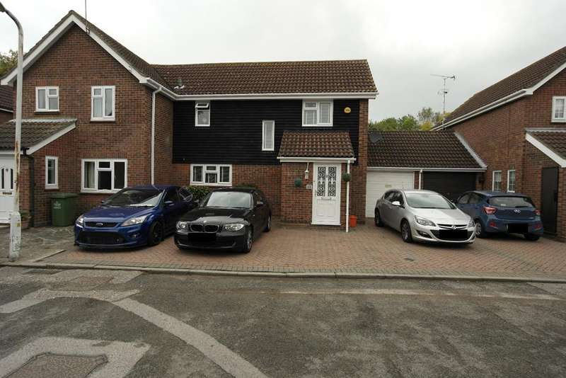 3 Bedrooms Semi Detached House for sale in Broadwater green, Laindon essex Ss15