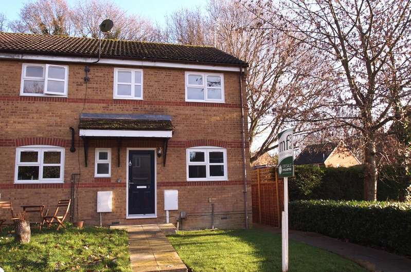 3 Bedrooms Semi Detached House for sale in Dunfee Way, Byfleet KT14