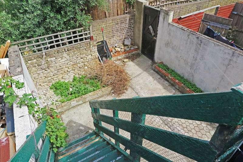 Studio Flat for sale in Lower Clapton Road, Hackney E5