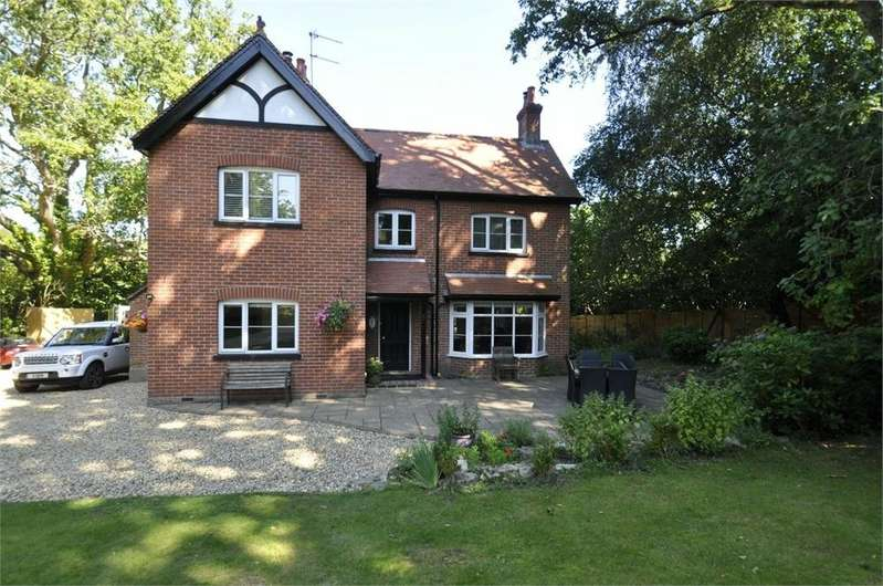 4 Bedrooms Detached House for sale in Forest Road, BURLEY, HAMPSHIRE