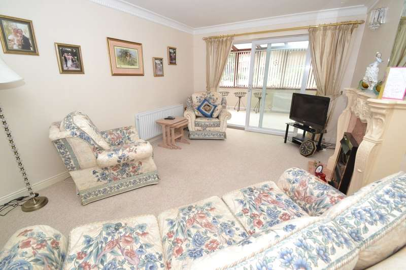 2 Bedrooms Flat for sale in Canford Cliffs