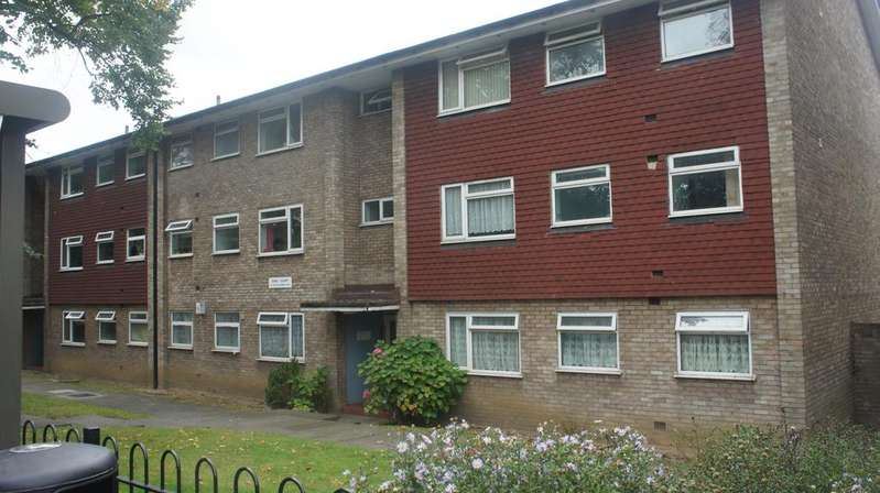 2 Bedrooms Flat for sale in South Norwood Hill, South Norwood, London SE25