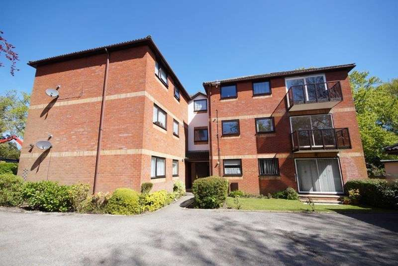 2 Bedrooms Flat for sale in Blair Avenue, Lower Parkstone, Poole