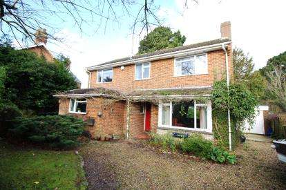 4 Bedrooms Detached House for sale in Walkford, Christchurch, Dorset