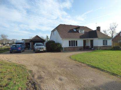 4 Bedrooms Detached House for sale in St. Leonards, Ringwood