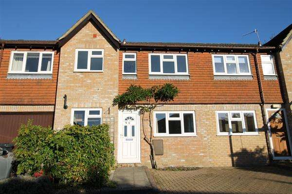 3 Bedrooms Terraced House for sale in Pegasus Close, Haslemere