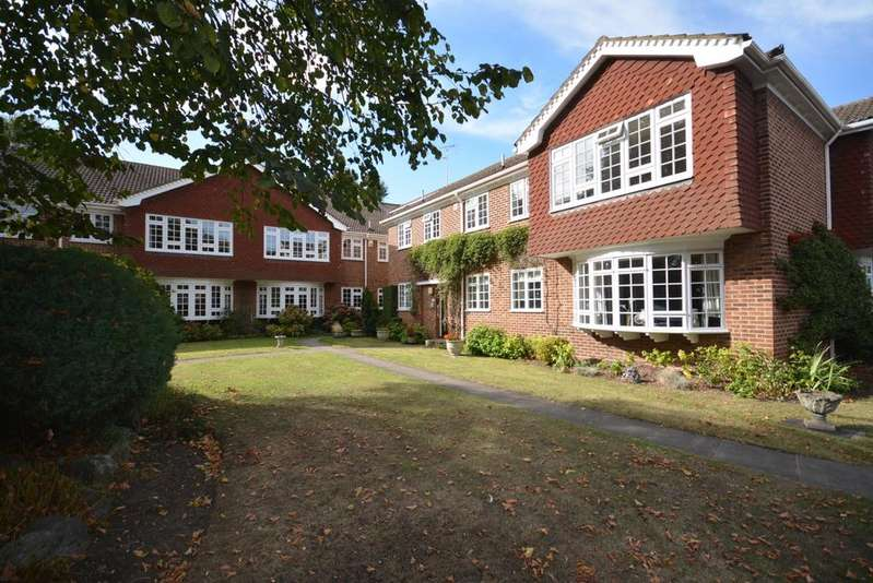 2 Bedrooms Apartment Flat for sale in Thorpe Lodge, Parkstone Avenue, Emerson Park, Hornchurch, Essex RM11