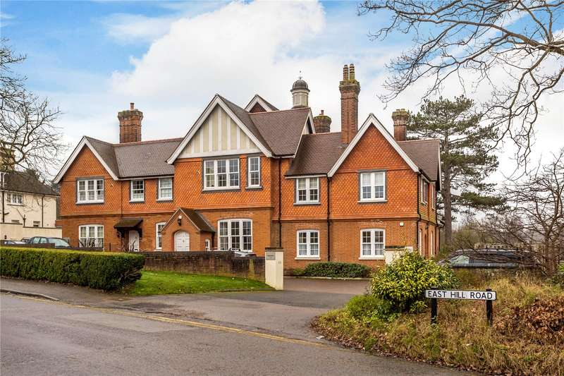 3 Bedrooms Flat for sale in Mayne House, 2 East Hill Road, Oxted, Surrey, RH8