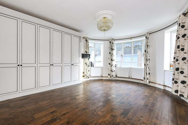 Ground Flat for sale in Champion Hill, London, SE5