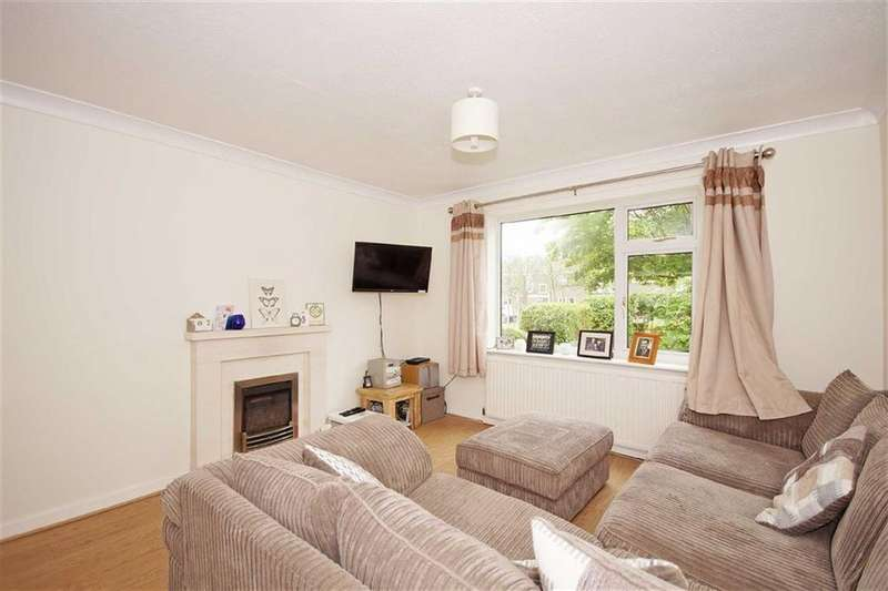 3 Bedrooms Town House for sale in Pannal Green, Harrogate, North Yorkshire