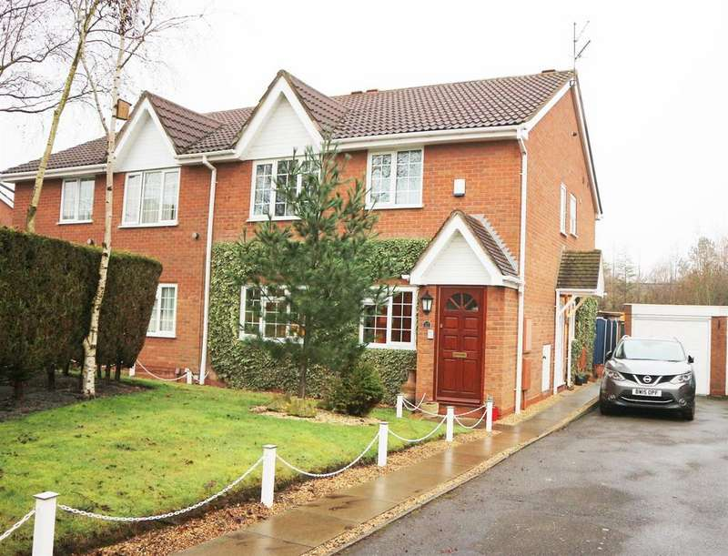 2 Bedrooms Flat for sale in Kirkstone Court, Brierley Hill