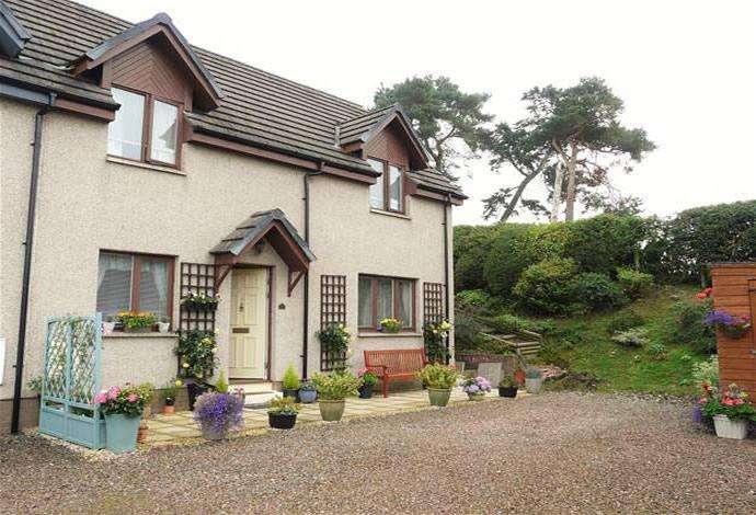 3 Bedrooms Semi Detached House for sale in 27b Spion Kop, Selkirk, TD7 4JW