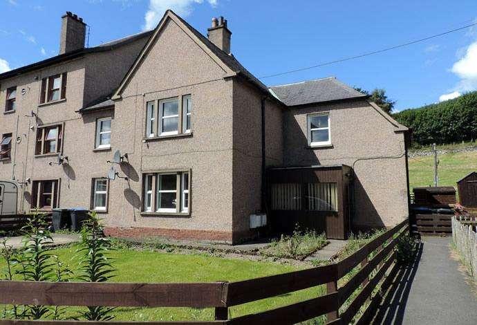 3 Bedrooms Flat for sale in 131 Tweedholm Avenue, Walkerburn, EH43 6AP