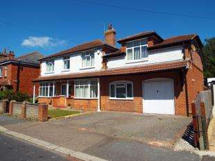 4 Bedrooms Detached House for sale in Linden Road, Bognor Regis, West Sussex