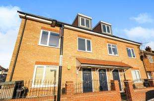 2 Bedrooms Flat for sale in Bynes Road, South Croydon, .