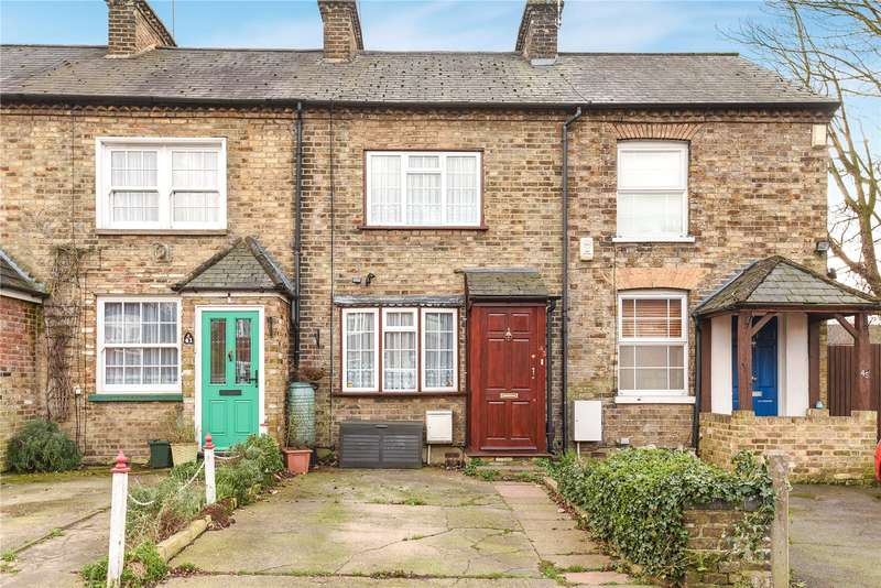 2 Bedrooms Terraced House for sale in Iver Lane, Uxbridge, Middlesex, UB8