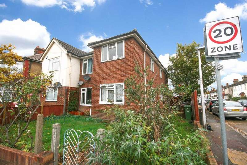 2 Bedrooms Maisonette Flat for sale in Mill Lodge 99 Mill Lane, Romford, RM6