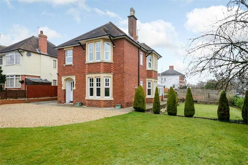 4 Bedrooms Detached House for sale in Bodenham Road, Hereford