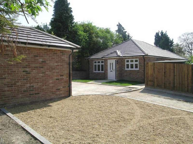 3 Bedrooms Detached Bungalow for sale in Oakley Road, LUTON, Bedfordshire, LU4