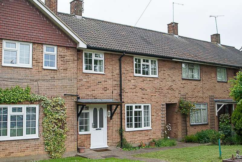 3 Bedrooms Terraced House for sale in Pondfield Lane, Brentwood