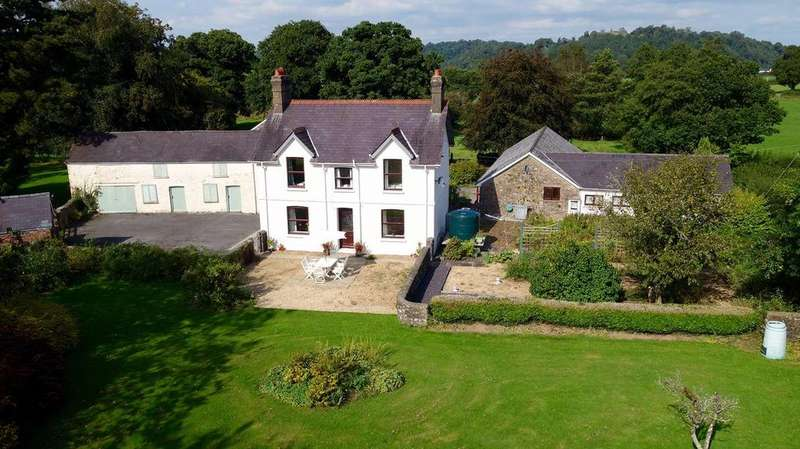 4 Bedrooms Detached House for sale in Golden Grove, Carmarthen