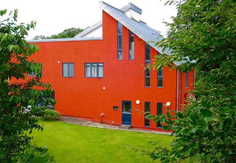 6 Bedrooms Detached House for sale in Ffairfach, Llandeilo