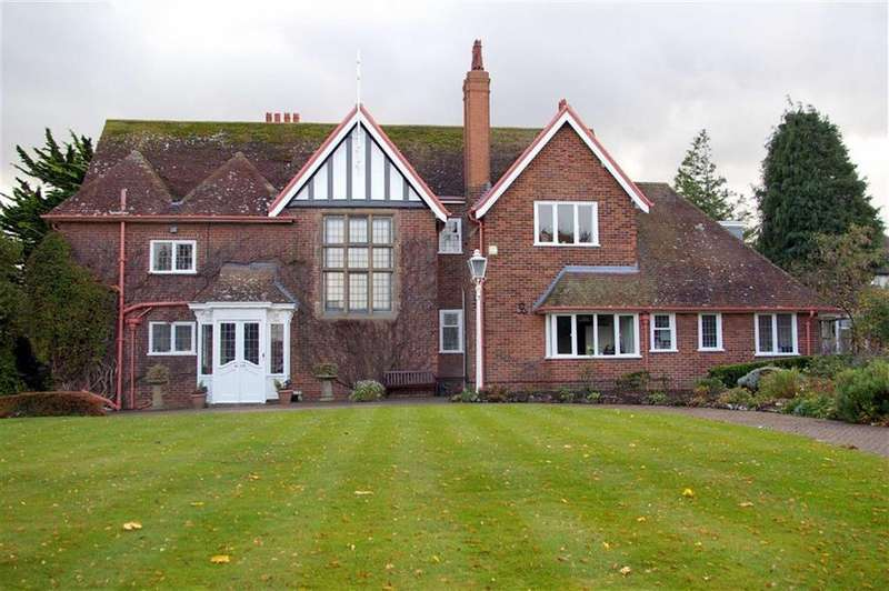 5 Bedrooms Detached House for sale in Holyrood Avenue, Old Colwyn, Colwyn Bay