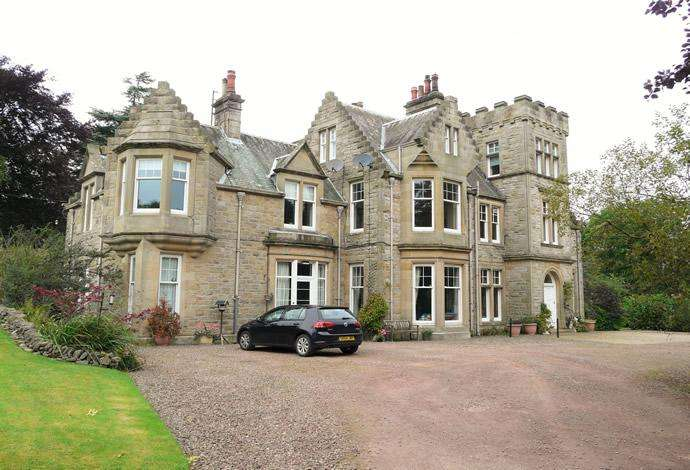 3 Bedrooms Flat for sale in The Green Flat, Beechhurst Bonchester Road, Hawick, TD9 8LG