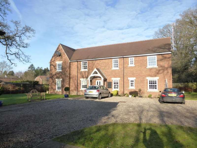 2 Bedrooms Apartment Flat for sale in Wood Green, Woodcote, Reading