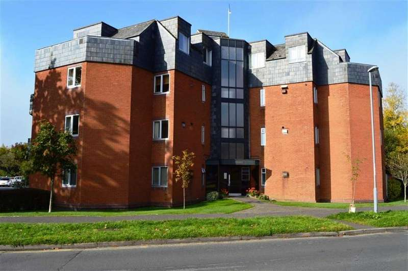 2 Bedrooms Flat for sale in Allenview Road, Wimborne, Dorset