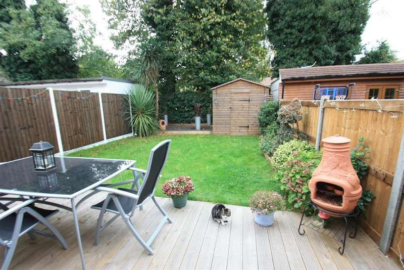 4 Bedrooms Semi Detached House for sale in Callis Farm Close, Stanwell