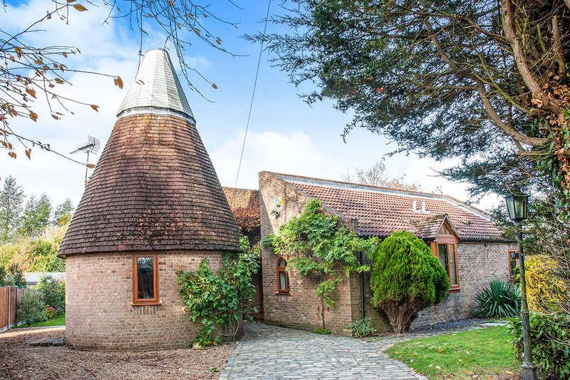 4 Bedrooms Detached Bungalow for sale in Oast Cottage Ash Road, Ash, Sevenoaks, TN15