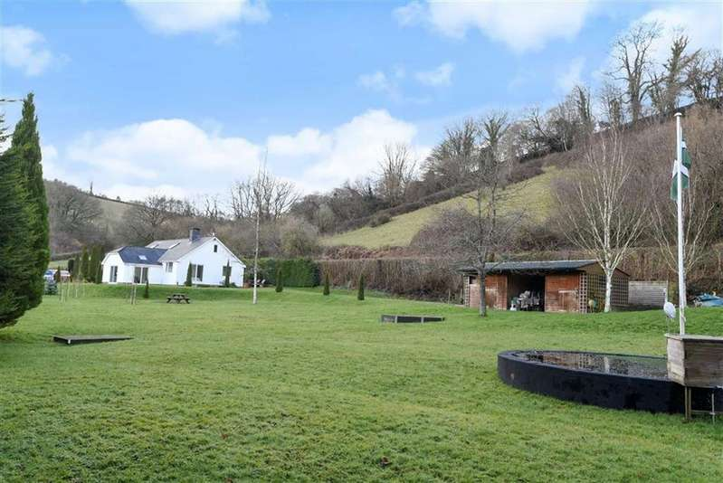 4 Bedrooms Bungalow for sale in Bampton, Tiverton, Devon, EX16