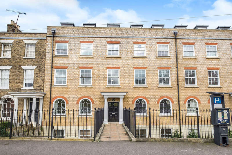 2 Bedrooms Flat for sale in New Road, Rochester, ME1