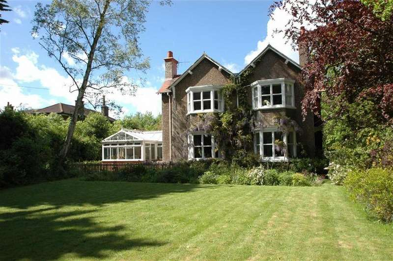 4 Bedrooms Detached House for sale in Hooton Road, Willaston