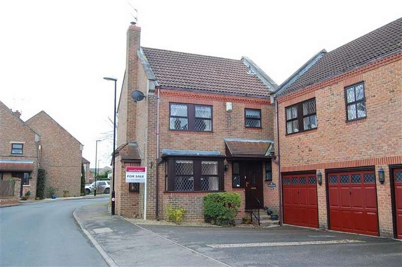 3 Bedrooms Detached House for sale in Burns Way, Clifford, LS23