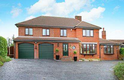 4 Bedrooms Detached House for sale in Skinner Street, Creswell, Worksop, Derbyshire