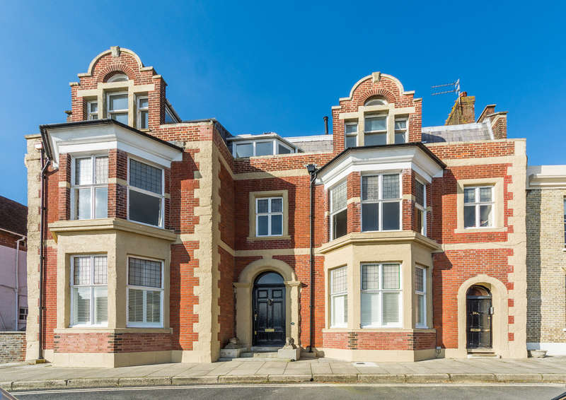 3 Bedrooms Maisonette Flat for sale in Maltravers Street, Arundel