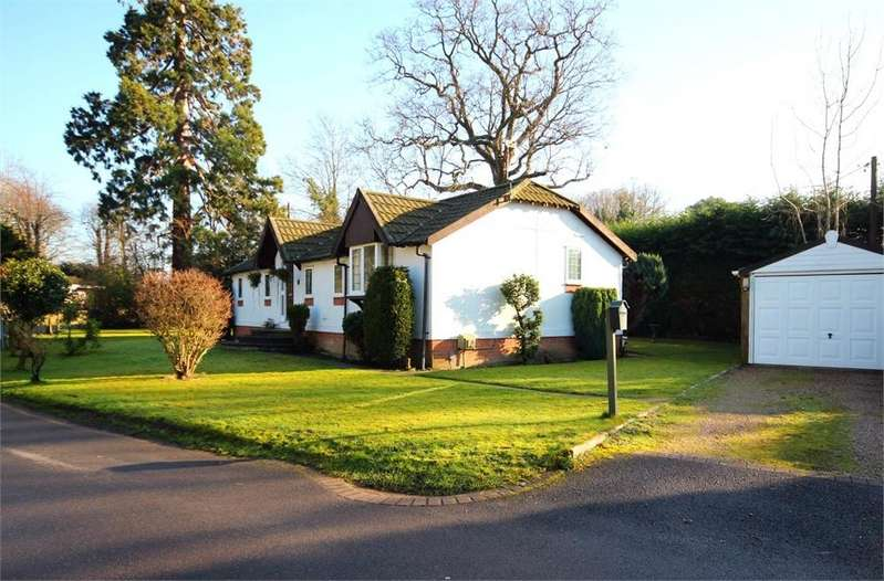2 Bedrooms Park Home Mobile Home for sale in Forest Way, Warfield Park, Berkshire