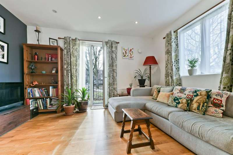 2 Bedrooms Flat for sale in Queens Road, London SE15