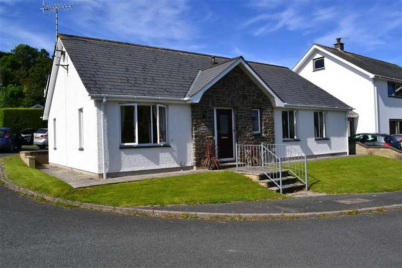 3 Bedrooms Detached Bungalow for sale in Maes Y Meillion, Aberaeron, Ceredigion